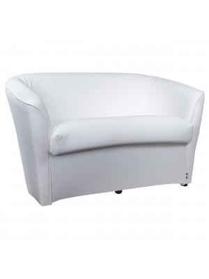 Vista diagonale di un divano 2 posti di design a pozzetto artigianale fatto in italia con solida struttura in legno ed ecopelle colore bianco anti macchia lavabile Totò Piccinni