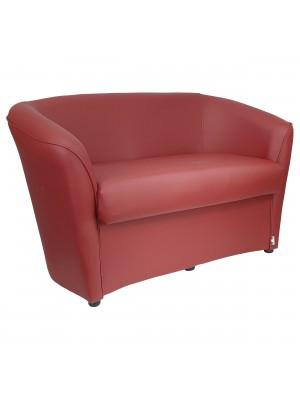 Vista diagonale di un divano 2 posti di design a pozzetto artigianale fatto in italia con solida struttura in legno ed ecopelle colore bordeaux anti macchia lavabile Totò Piccinni