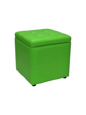 Vista diagonale di un pouf grande imbottito con contenitore in ecopelle verde chiuso Totò Piccinni