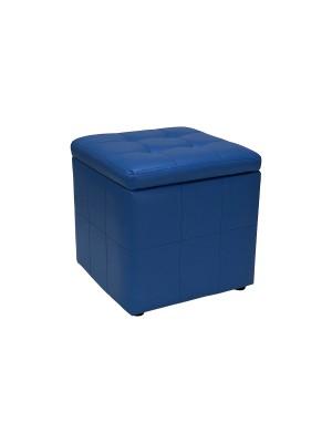 Vista diagonale di un pouf piccolo imbottito con contentitore in ecopelle blu chiuso Totò Piccinni