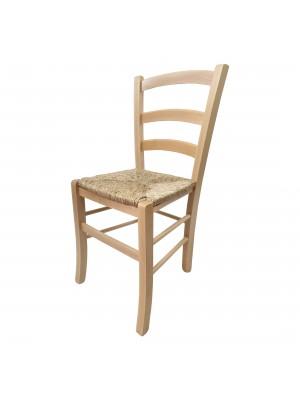 Vista diagonale di una sedia legno paesana Venezia artigianale colore naturale seduta in paglia Totò Piccinni