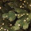 Foglie verdi in PE real touch realistiche su ramo illuminate dai led integrati di un albero super folto artificiale Madison Xone