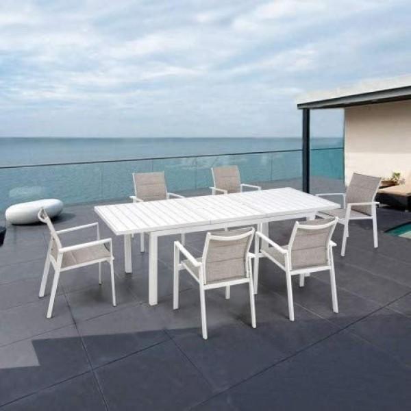 tavolo piu sedie palm beach ambientata