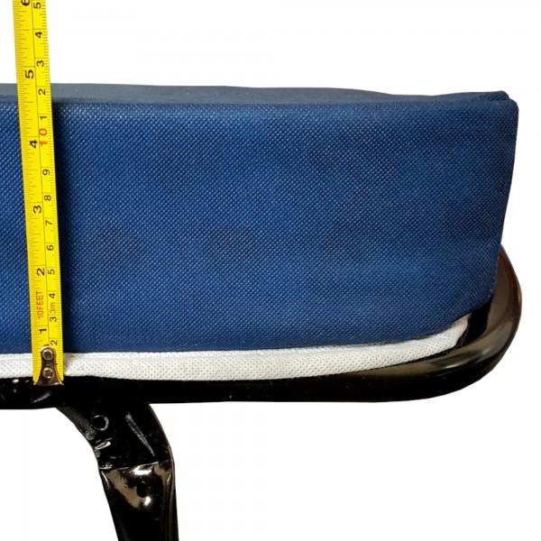 Dettaglio dello spessore di un materasso in schiuma water Foam di una brandina pieghevole automatica Totò Piccinni