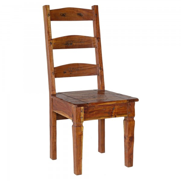 Vista diagonale di una sedia in legno massello di acacia indiana stile rustico campagnolo Chateaux Bizzotto